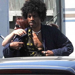 Andre caracterizado como Jimi Hendrix