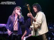 """<strong>RATA BLANCA</strong> – Foto: Fernando Checa"""" width=""""175″ height=""""131″ border=""""0″ onclick=""""MM_openBrWindow('images/web/rata_blanca/concierto/madrid10_07/10hg.jpg',"""",'width=520,height=395′)"""" /></a></div></td></tr></table><p align="""